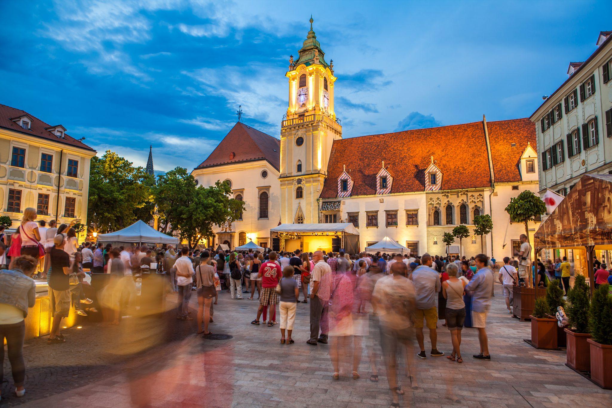 Eslovaquia: Becas Para Pregrado, Maestría y Doctorado en Diversos Temas Gobierno de Eslovaquia